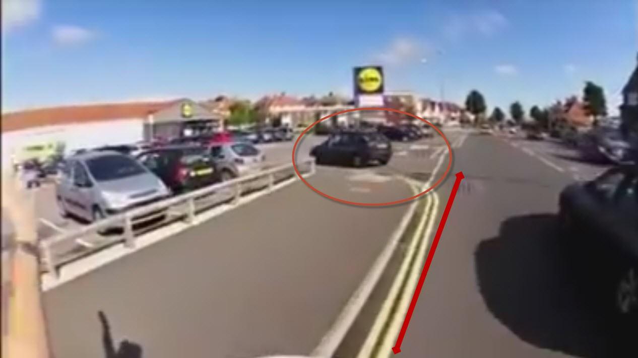 Una conductora pone en peligro la vida de este ciclista, ¿verdad o mentira?-media-1