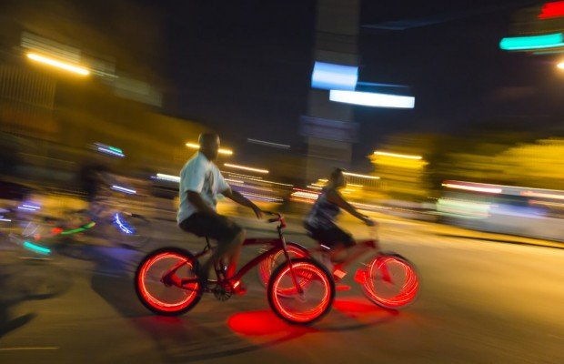 """""""A todos los ciclistas que circulan de noche sin luces: actualicen su carnet de donante. Salvarán vidas"""""""