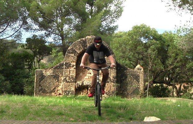 Aprende a mantener el equilibrio sobre la bici cuando estás parado