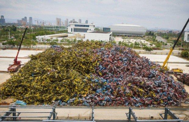 Así son los cementerios de bicicletas en China