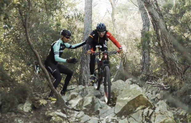 ¿Cómo pasar por un rock garden o trialera con tu mountain bike? Tomi Misser lo explica en este vídeo