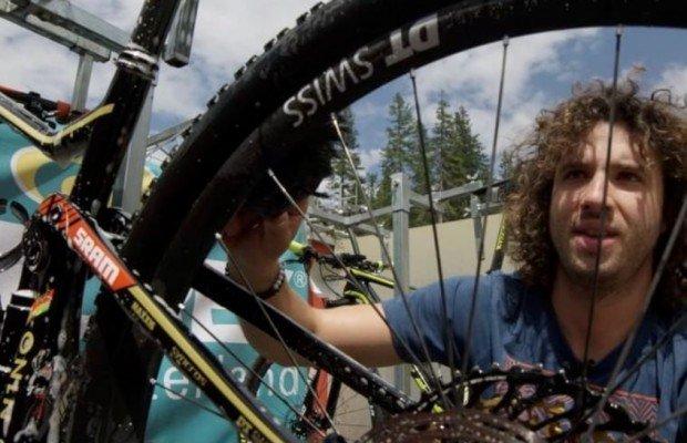 El mecánico de Nino Schurter te enseña a limpiar tu mountain bike [VÍDEO]
