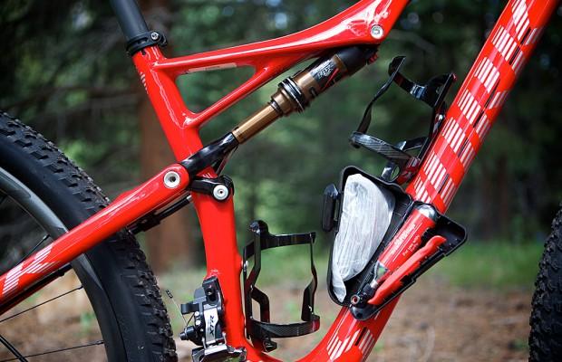 En estos portabidones para mountain bike podrás llevar mucho más que agua