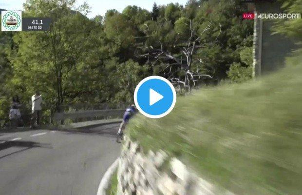Espeluznante caída al vacío de un ciclista en el Giro de Lombardía