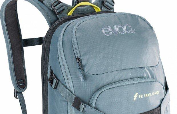 Evoc presenta la primera mochila para e-mountain bike con protección específica y bolsillo para una batería extra