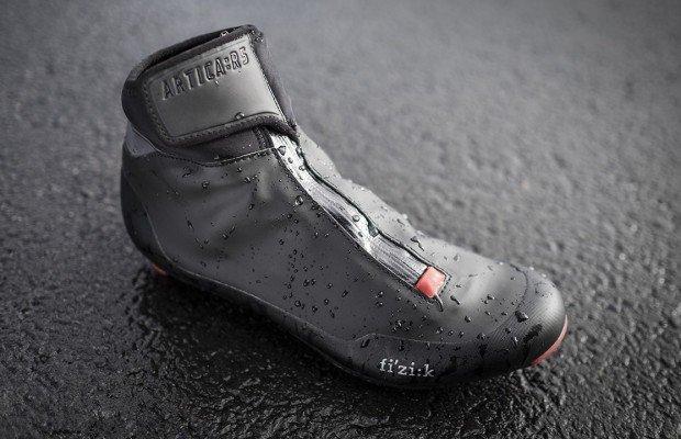 Fizik Artica X5 y R5, nuevas zapatillas de invierno para mountain bike y carretera
