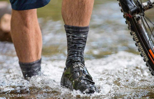 Guantes y calcetines impermeables para mountain bike de Shower Pass