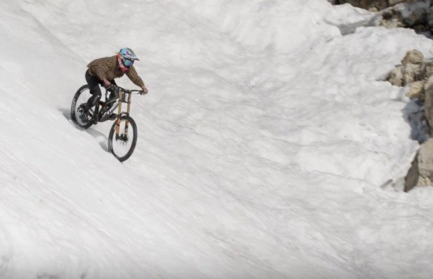 Impresionante descenso en mountain bike por el couloir Corbet's