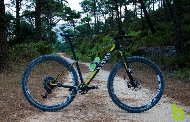 Canyon Exceed CF SLX 9.9 Pro Team, probamos la mountain bike con la que Alban Lakata ha sido Campeón del Mundo XCM
