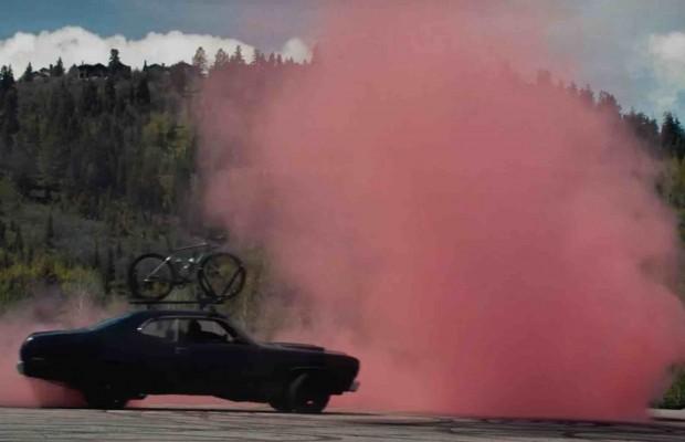 ¿Qué sucede si dejas a Peter Sagan solo con un coche?