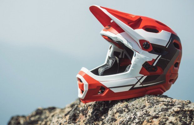 Super DH, Sixer y 4Forty, 3 nuevos cascos Bell 2018 para mountain bike