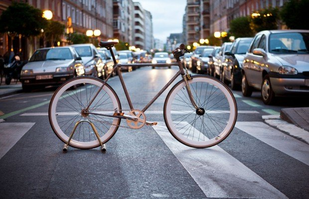 Un ciclista de piñón fijo condenado a dos años de prisión por atropellar a una mujer y no llevar freno delantero