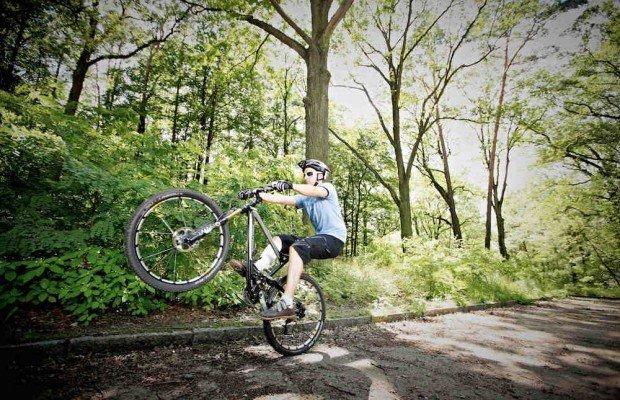 ¿Cómo hacer un mánual en mountain bike?