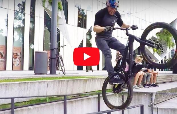 Danny MacAskill da una lección de trial urbano en Düsseldorf