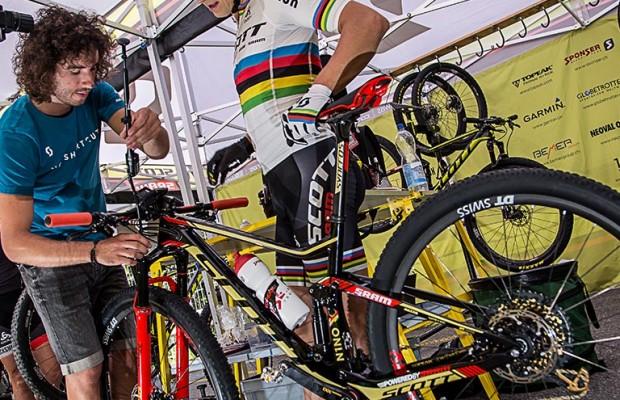 El mecánico de Nino Schurter te explica cómo preparar una MTB para competición