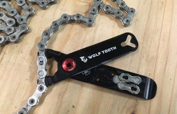 Los alicates Wolf Tooth Master Link Combo ofrecen funciones que no tienen ninguna multiherramienta