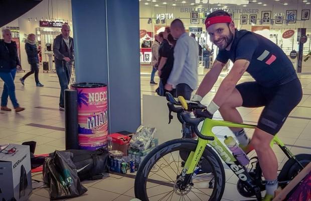 Este ciclista ya estuvo 10 días sin salir para hacer 5.000 km en rodillo