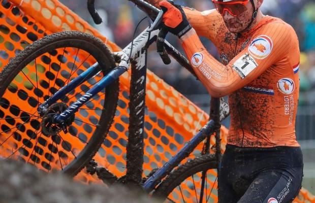 Lo mejor del Campeonato del Mundo de Ciclocross que dominó Van der Poel