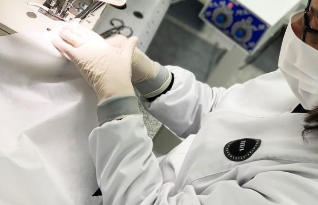 Gobik comienza a fabricar mascarillas y batas médicas