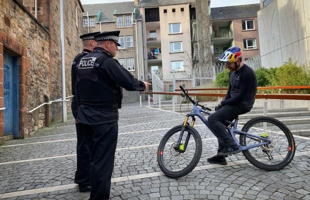 La policía francesa NO utiliza Strava para denunciar a quien se salta el confinamiento