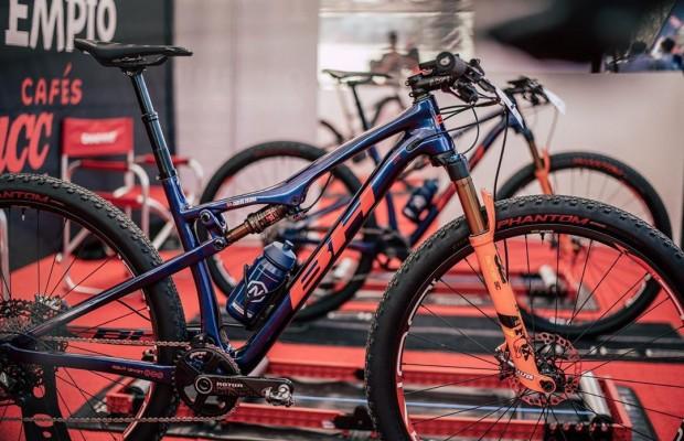 Cómo limpiar, lubricar y revisar tu mountain bike en casa