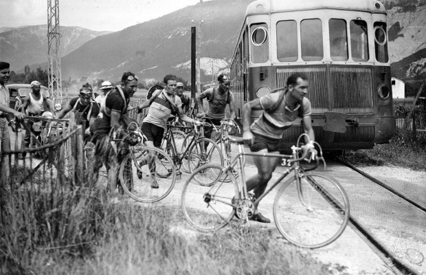 La UCI resumen 120 años de ciclismo en 120 segundos