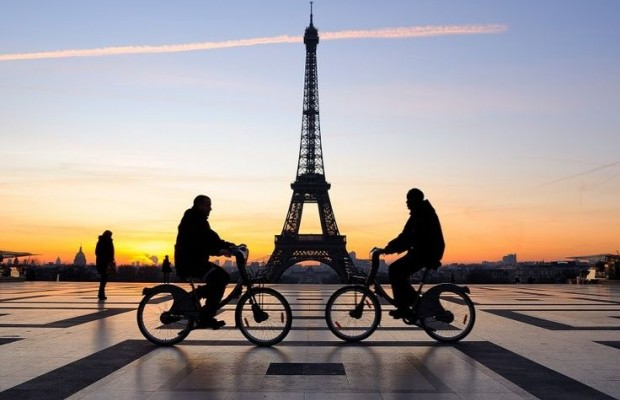 Paris gasta 300 millones de euros para convertir carreteras en ciclovías, serán funcionales a principios de mayo