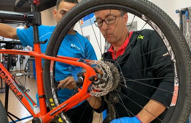 Francia ofrece 50€ para que sus ciudadanos reparen sus bicis