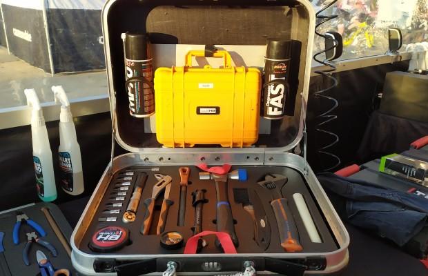 Jorge Soto, mecánico del BH Templo Cafés, nos enseña su caja de herramientas