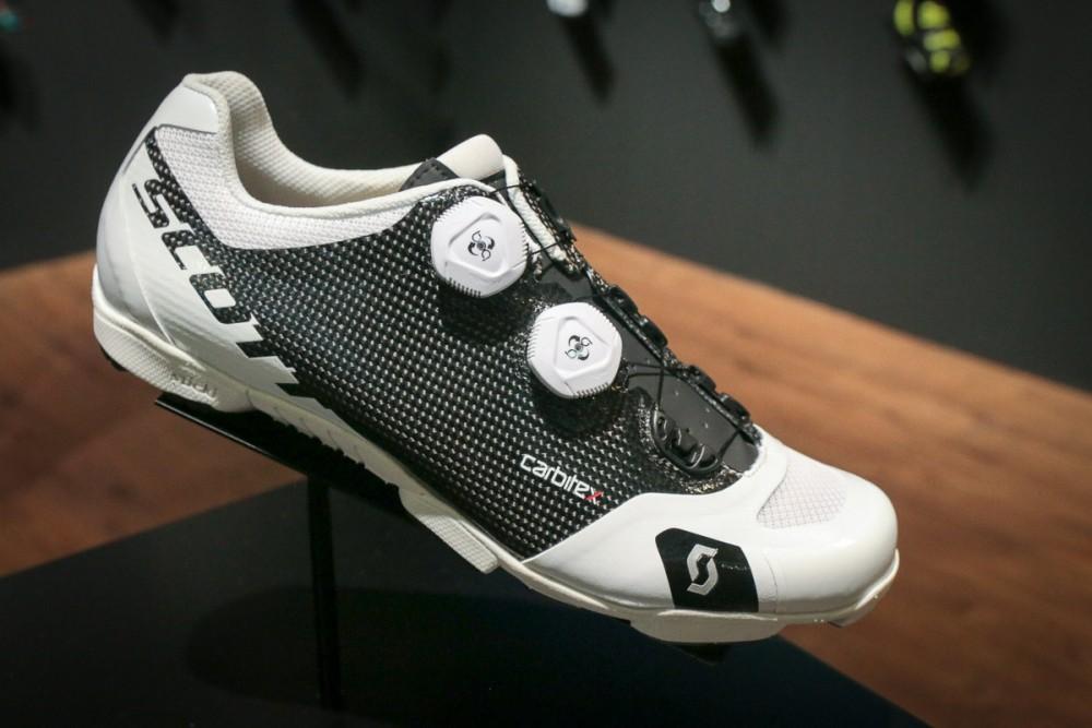 elegir-zapatillas-ciclismo-mtb-talla/