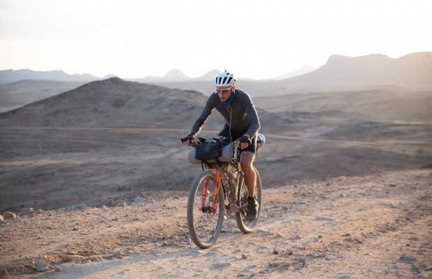 Into the Rift: el documental sobre la Atlas Mountain Race, una carrera de bikepacking extremo