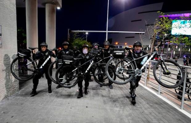 Trek y Fuji se ven envueltos en la polémica por el uso violento que la policía hace de sus bicicletas