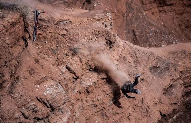 Nuevas imágenes del peor accidente de mountain bike de la historia