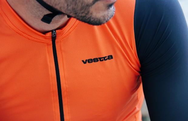 Vestta, la nueva equipación ciclista personalizable de Decathlon que todos quieren