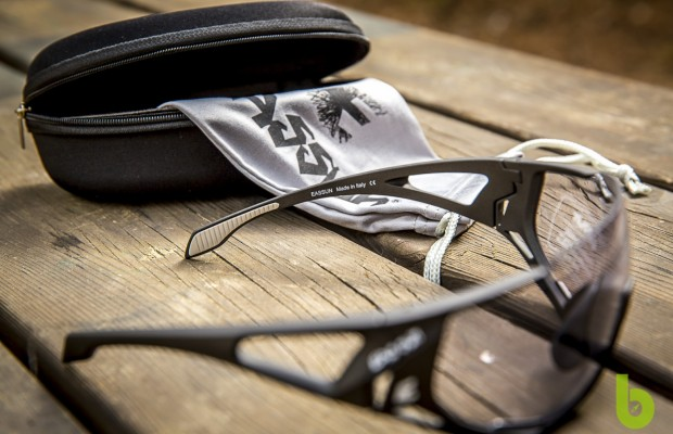 Eassun Mortirolo Photochromatic, a pair of glasses with many cycling details