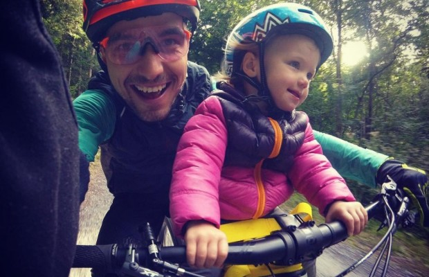 How to carry children on a bicycle? Not all popular methods are legal