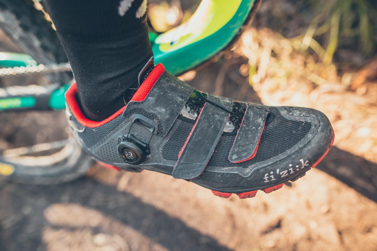 zapatillas-ciclismo-estrechas/