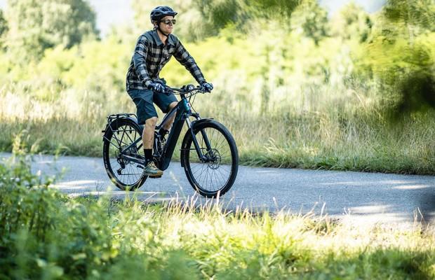 Los ciclistas con e-bike cada vez utilizan menos el coche