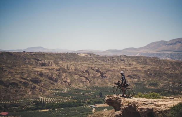 Arrancó Badlands, la carrera de bikepacking más salvaje y exigente del sur de Europa