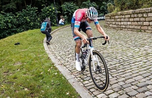 El demoledor ataque de Van der Poel para ganar el BinckBank Tour