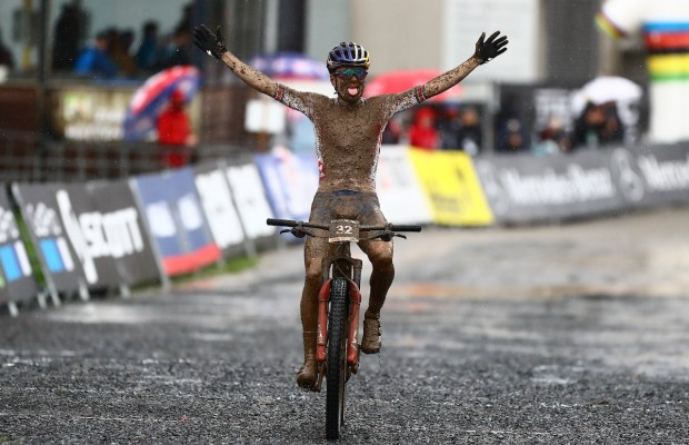 Un Tom Pidcock sin límites gana el Campeonato del Mundo e-MTB XCO 2020