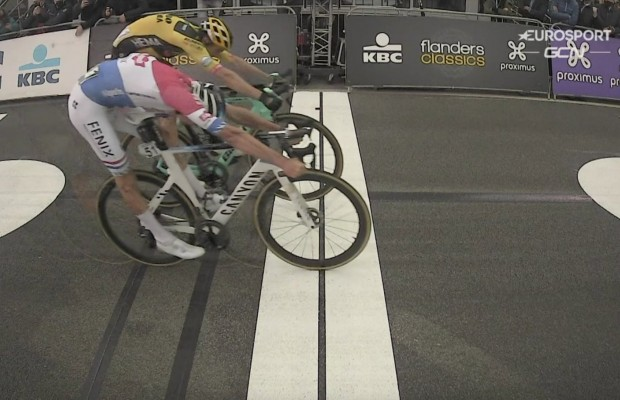 Mathieu Van der Poel gana en un sprint increíble el Tour de Flandes 2020