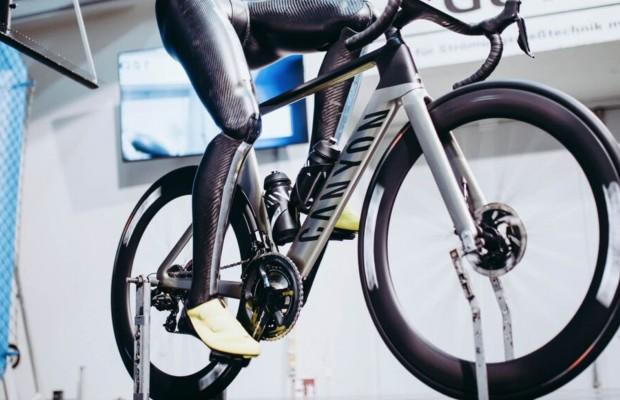 """Ferdi, el """"ciclista"""" más aerodinámico con piernas de carbono"""