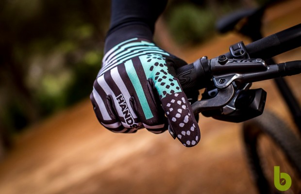 We tested the Handske winter gloves: the perfect balance between comfort and mobility