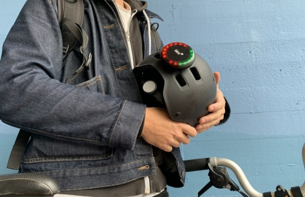 Ticc, el sistema que añade intermitentes inteligentes a cualquier casco