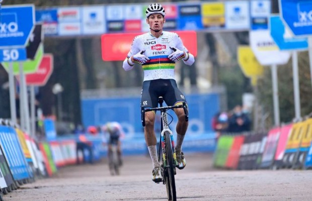 Van der Poel opens his season by winning at CX