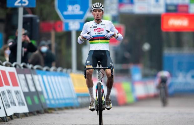 Van der Poel se estrena y gana en CX