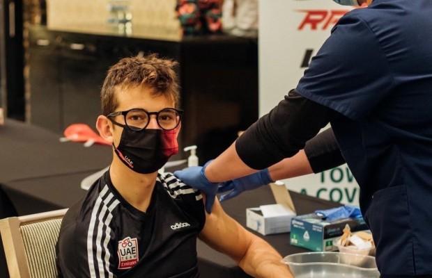 El UAE es el primer equipo ciclista en vacunarse ¿es ético?
