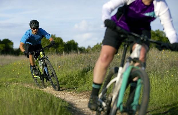 Cómo mejorar tu forma sin dejar de divertirte sobre la bici
