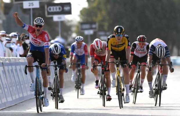 Van der Poel comienza la temporada de carretera ganando la primera del Tour UAE